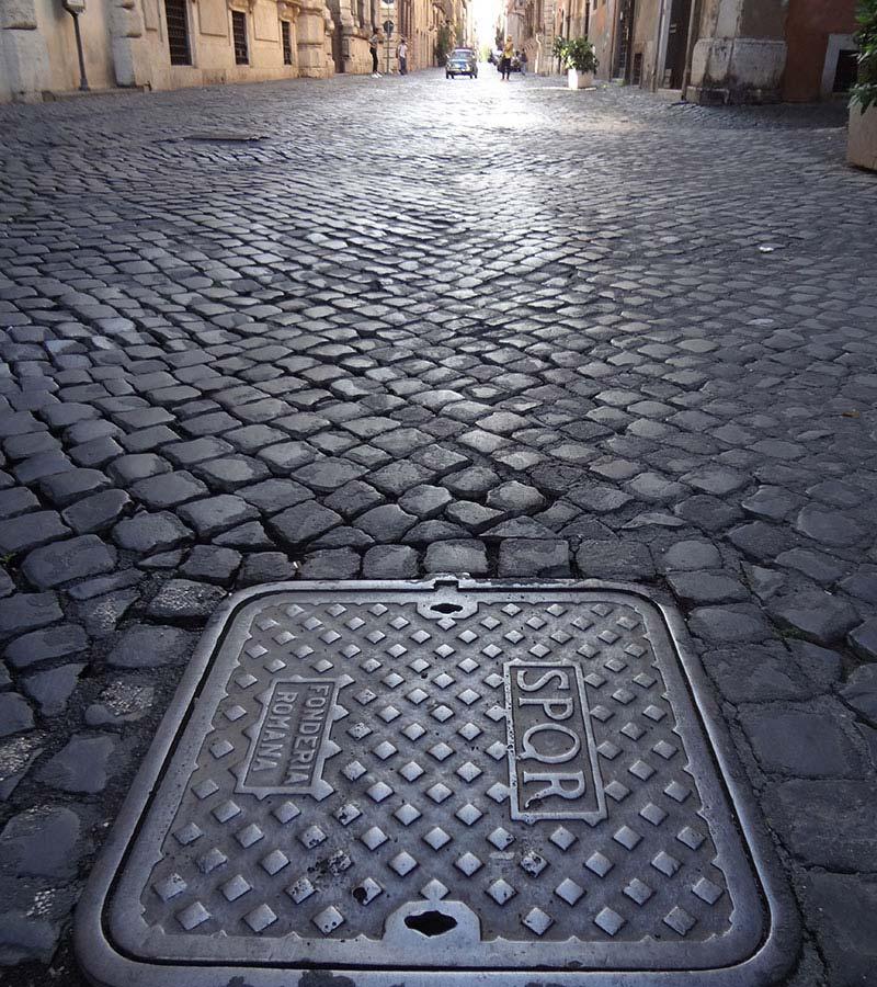 Roma, strada sampietrini