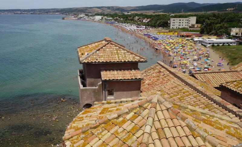 Litorale laziale, Santa Severa e il suo castello baciato dal mare
