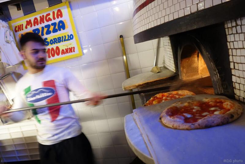 Napoli, riapre Sorbillo dopo la bomba. Pizze gratis