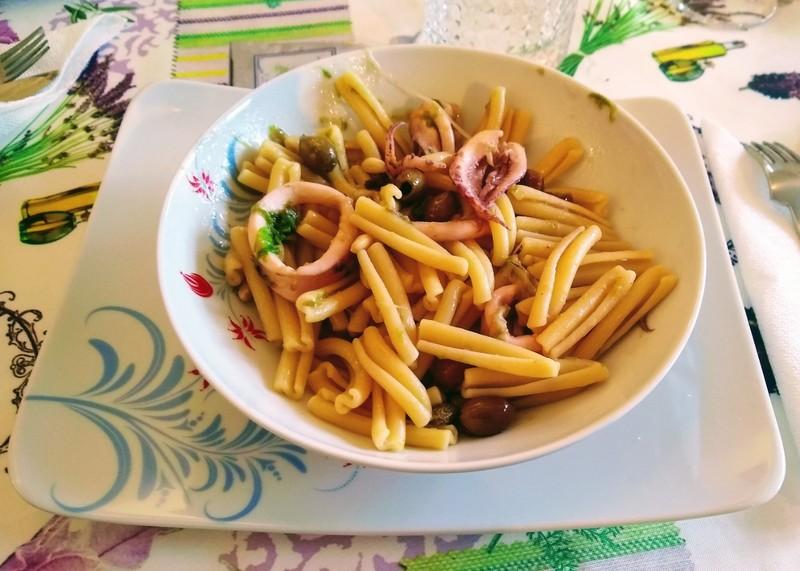 pasta calamari verza pinoli olive