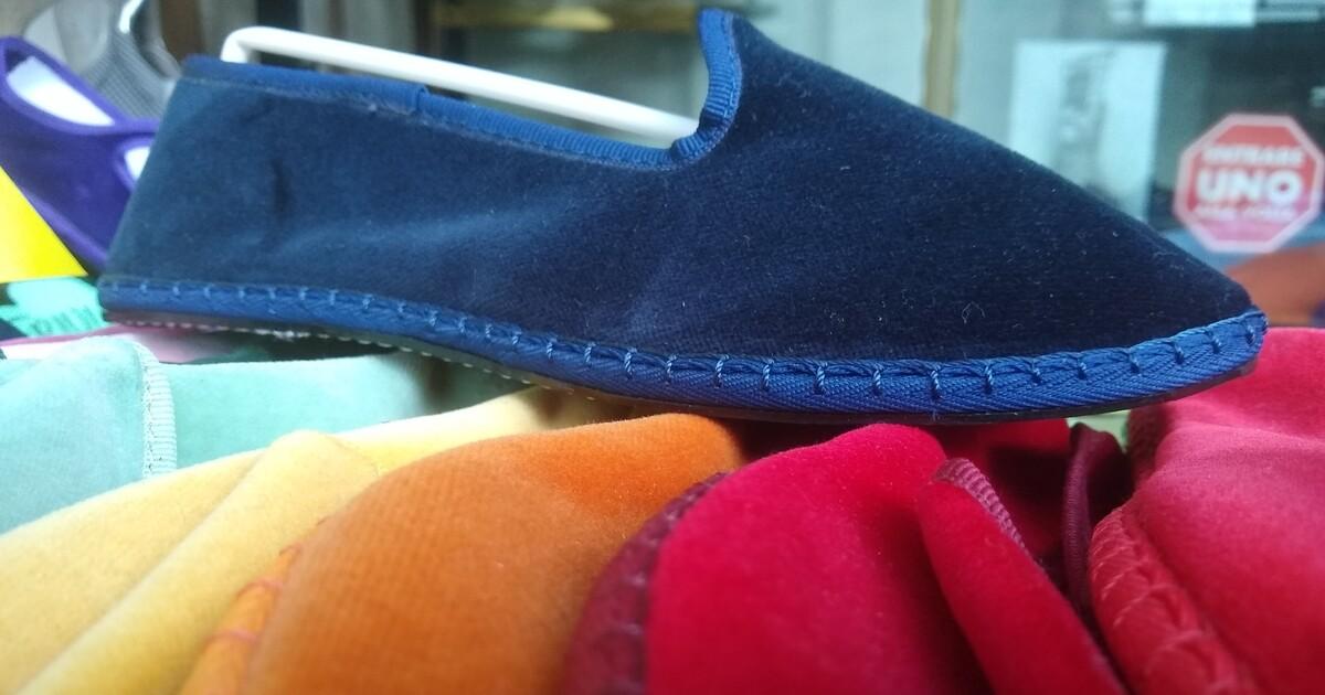 Friulane, cresce il trend delle scarpe basse in velluto